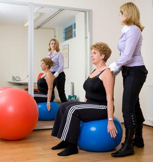 Lage rugpijn blijft langer weg als je je houding verbetert en vaker je dagelijkse oefeningen doet